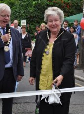 The Mayoress cuts the ribbon to declare Heritage Day open!